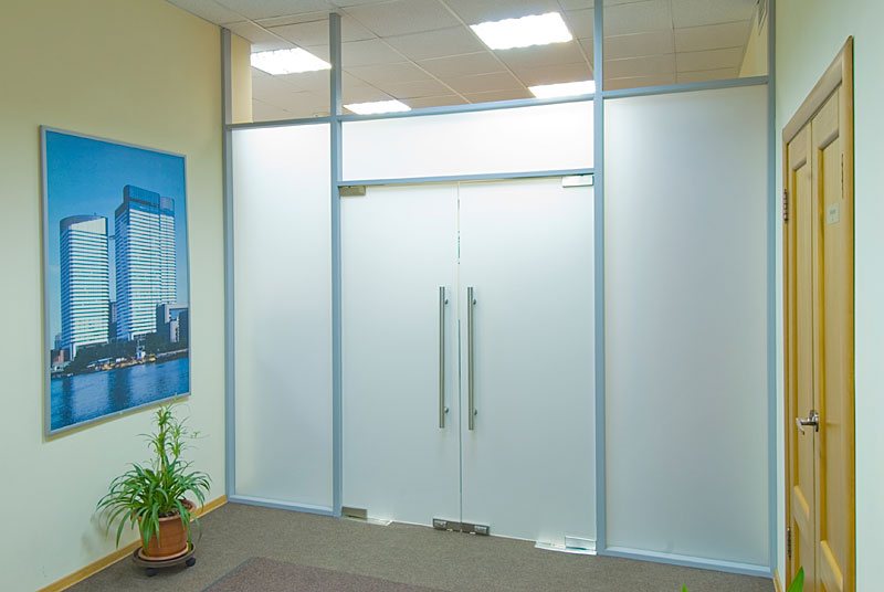 Стеклянные двери важные нюансы при выборе и установке